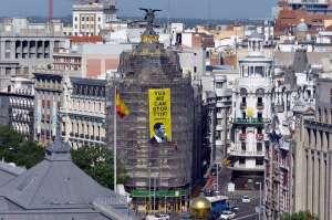 """""""Да, ние можем да спрем ТПТИ (Договора за трансатлантическо партньорство за търговия и инвестиции)""""–с такъв огромен банер, окачен на една от най-известните сгради в центъра на Мадрид, която сега е в ремонт, """"Грийнпийс"""" посрещна Барак Обама."""