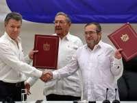 """Президентът на Колумбия Мануел Сантос и представителят на ФАРК Родриго Лондоньо - """"Тимошенко"""", подписаха в компанията на кубинския лидер Раул Кастро предварителното споразумение за спиране на огъня още на 23 юни в Хавана"""