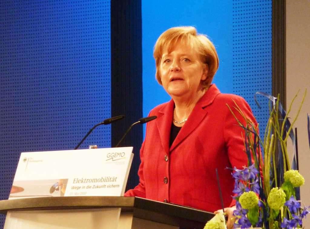 Правителството на Ангела Меркел закрепя социалната държава в Германия, но продължава да настоява южните членки на еврозоната да прилага строги икономии