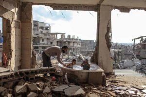 Според последният доклад на Световната Банка, 40% от жителите на Газа живеят под прага на бедността, а безработицата сред младите достига 58% Снимка: https://www.instagram.com/emadsnassar/