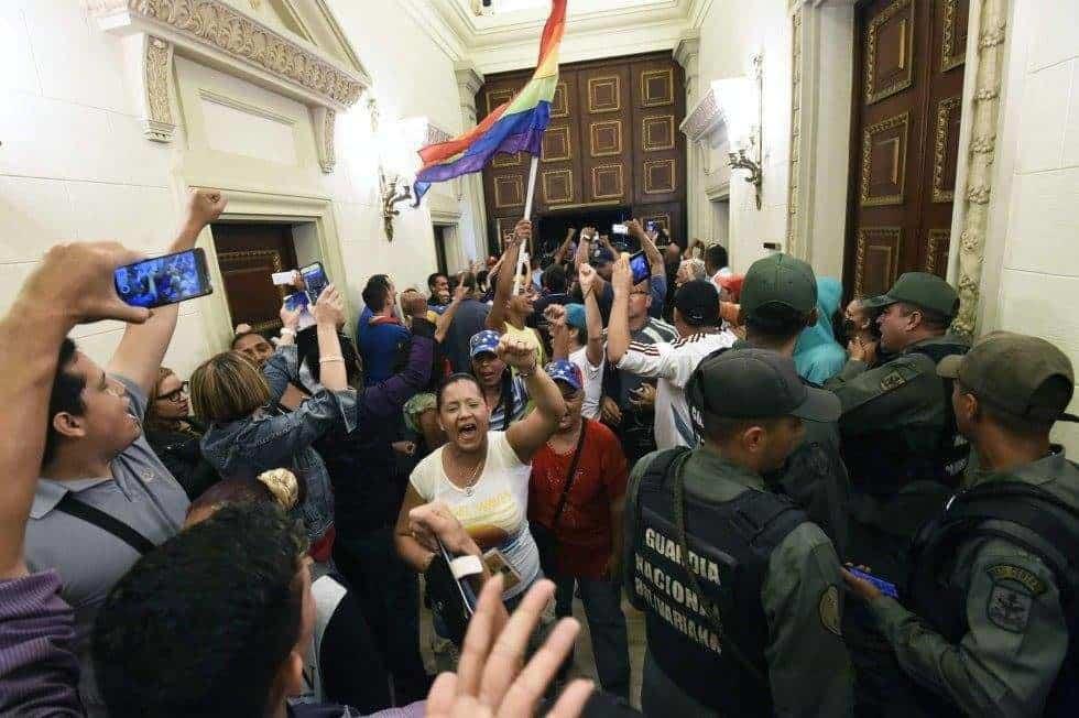 Коридорите на парламента се изпълниха с хора, които никога не бяха стъпвали там, но искаха да се чуе гласът им.