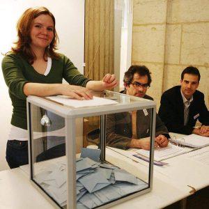 За да е валиден референдумът, избирателната активност трябва да е по-висока от 48,6%
