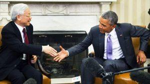 Генералният секретар на Виетнамската комунистическа партия Нген Фу Чонг бе сърдечно приветстван от Барак Обама в Белия дом през 2015 г.