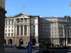 Действието на поредния епизод се развива по време на заседание на Министерския съвет