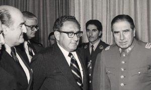 """""""Бащата"""" на зловещия План """"Кондор"""" Хенри Кисинджър умело напътстваше Пиночет и другите диктатори"""