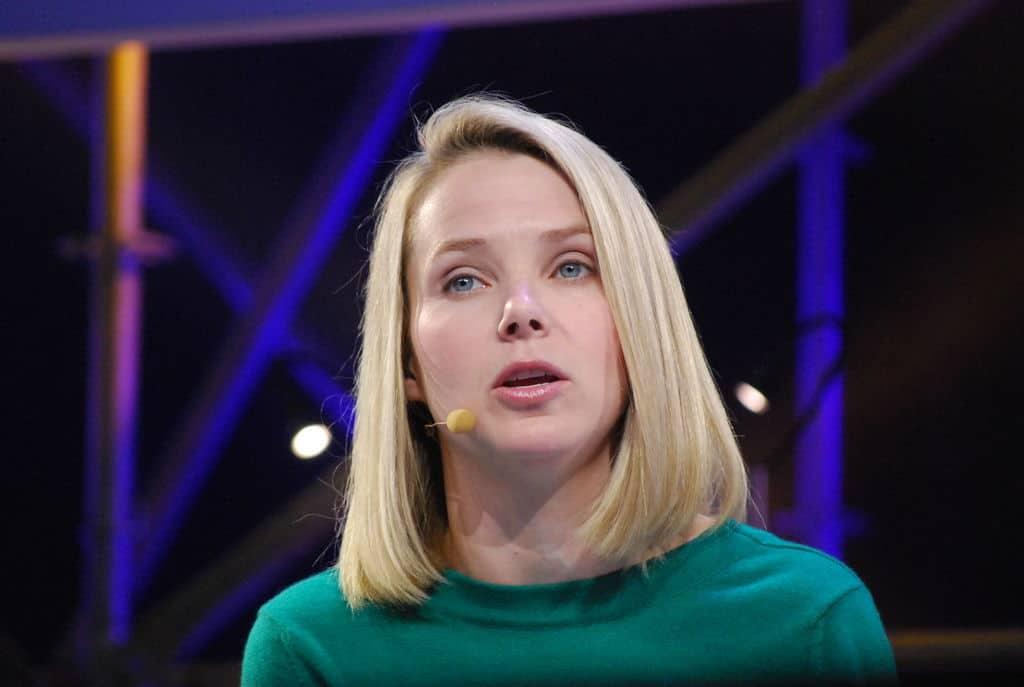 Главният изпълнителен директор на Yahoo Мариса Майер се е съгласила да сътрудничи с шпионската агенция без да уведоми собствения си екип.