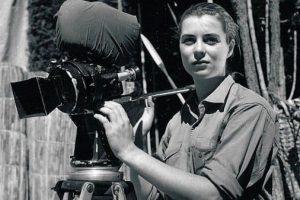 Моника Ертл е била асистентка в операторската работа на баща си
