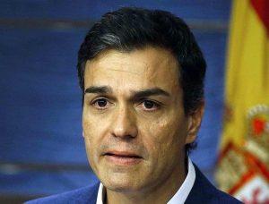 Педро Санчес по време на емоционалната си пресконференция