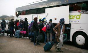 Всеки автобус откарва по около 50 души към различни точки на Франция