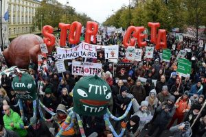 Хиляди поляци протестираха във Варшава срещу CETA и TTIP