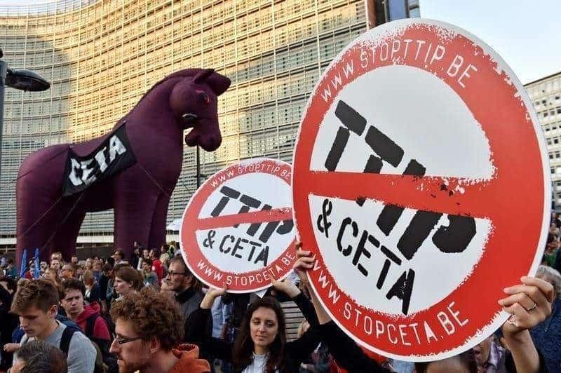 Протест срещу CETA и TTIP пред сградата на Европейската комисия в Брюксел