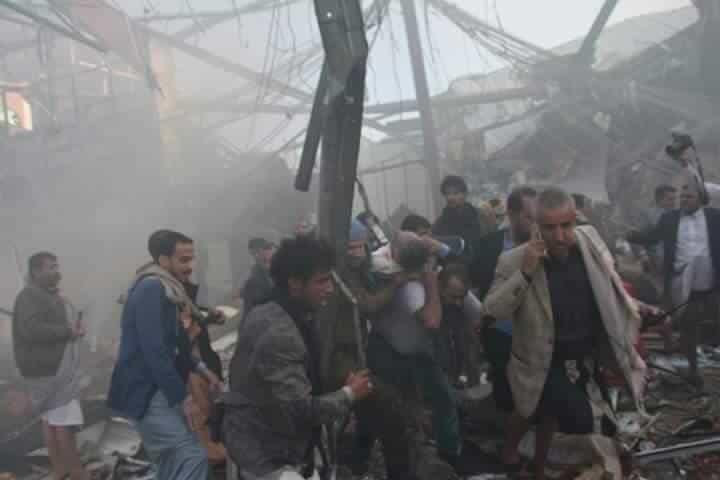 Бомбардировката на погребална церемония в столицата на Йемен Санаа взе живота на 140 души