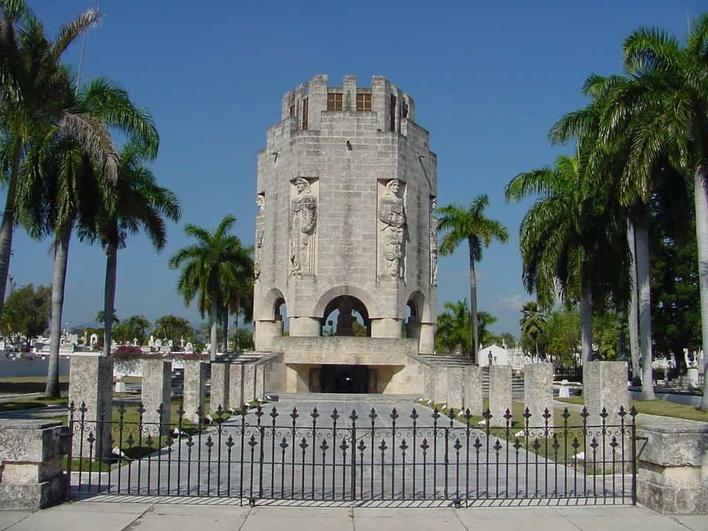 """Мавзолеят на Хосе Марти на гробището """"Санта Ифихения"""" в Сантяго де Куба"""