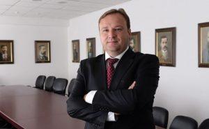 """""""Техническият"""" премиер Емил Дмитриев тихо и полека си изкара почти цяла година във властта"""