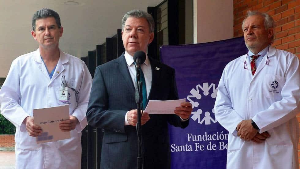 Мануел Сантос оповестява спешното си отпътуване за изследвания в САЩ на излизане от клиниката в Богота