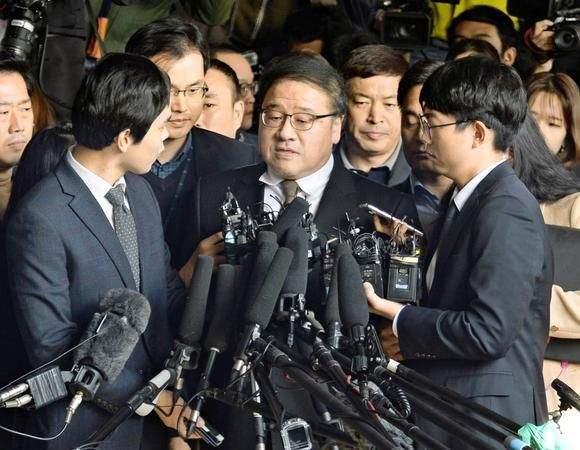 Вторият арестуван по скандала е подалият оставка като секретар на президентката по координационната политика Ан Чен Бом
