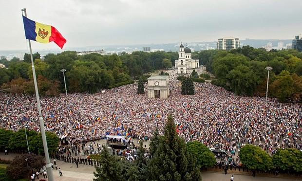 Масовите антиолигархични протести в Молдова поне засега изглеждат оставени в миналото