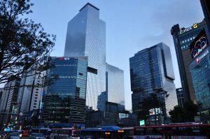 Във внушителния офисен комплекс на Samsung в Сеул прокуратурата извърши обиск