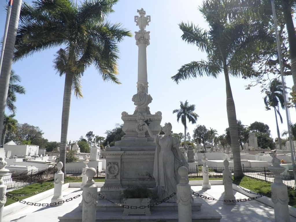 """Гробът на бащата на кулинската независимост Карлос Мануел де Сеспедес на """"Санта Ифихения"""""""