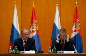 Шефът на руския Съвет за сигурност Николай Патрушев (вляво) със сръбския вътрешен министър Небойша Стефанович
