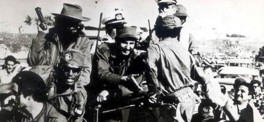 Колоната на свободата на партизаните начело с Фидел през 1959 г. е приветствана по целия път от Сантяго де Куба до Хавана