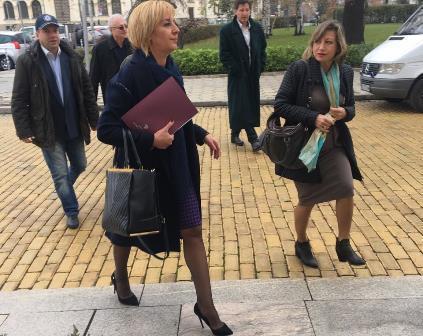 Мая Манолова заедно с инициатори на референдума внесоха предложения за законодателни промени. Снимка: Омбудсман