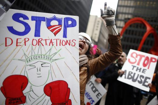 protestors-chicago-late-march