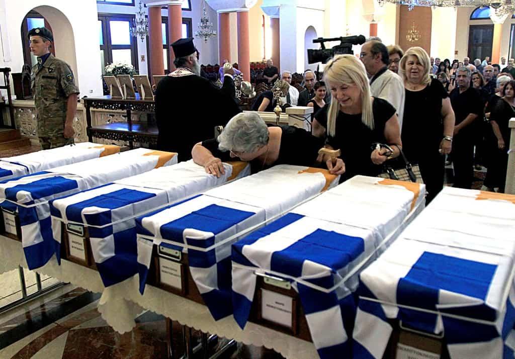 Разтърсващи са погребенията на издирени след 40-50 години останки, независимо в коя от двете части на изстрадалата страна се леят сълзите.