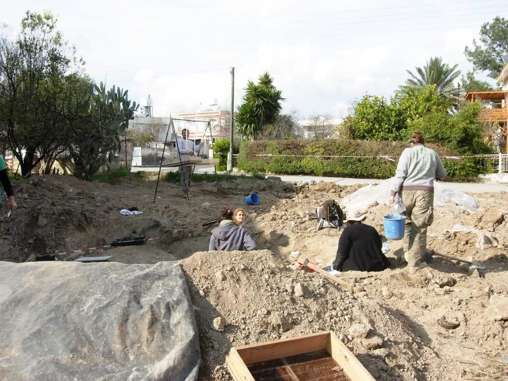 Разкопки в потенциални места на масови погребения