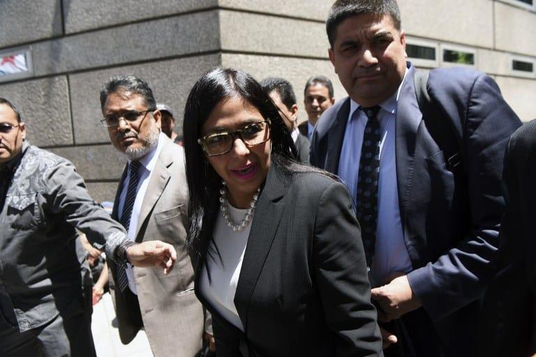 Делси Родригес и екипът ѝ трябваше да преодолеят съпротивата на охраната, за да влязат в аржентинското външно министерство