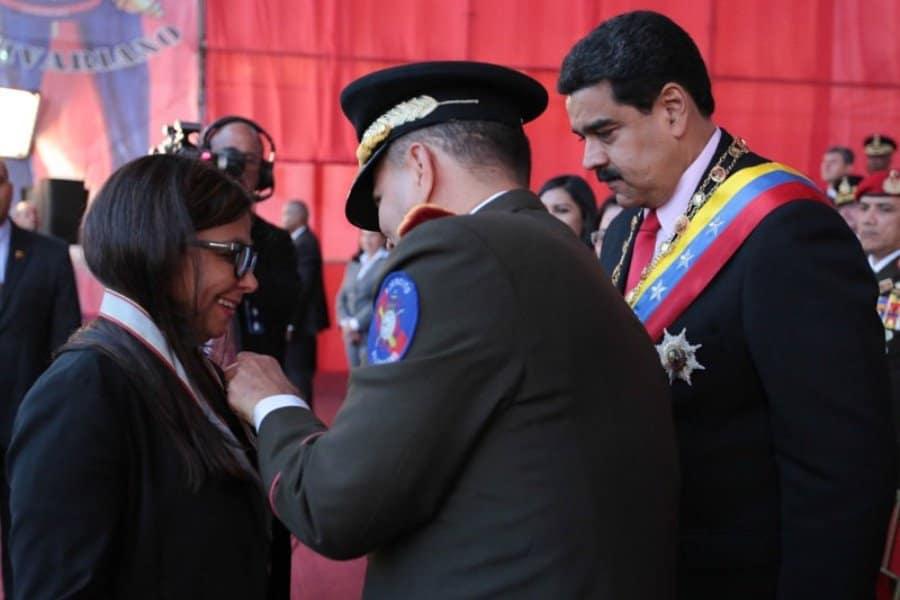Момент от награждаването с военен орден на Делси Родригес на 24 юни т.г.