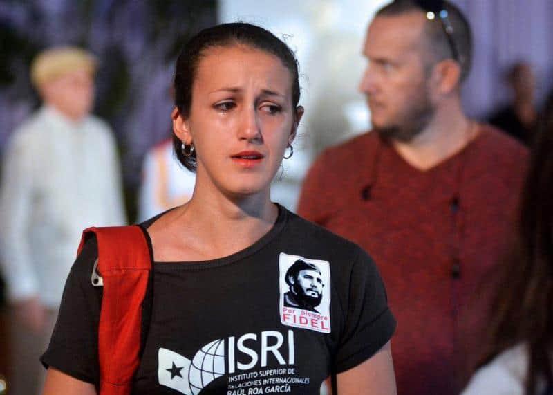 Студентка от Висшия институт за международни отношения скърби за Ел Команданте
