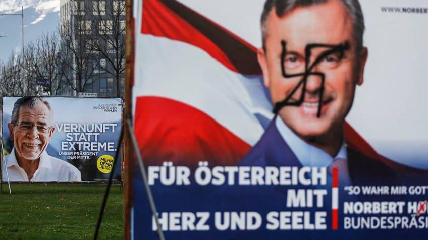 Австрийски предизборни плакати–лицето на Норберт Хофер е задраскано с пречупен кръст, а на заден план се усмихва Александер ван дер Белен