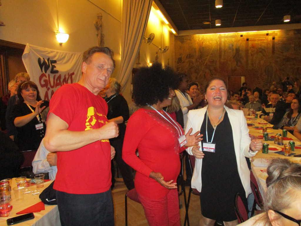 Най-веселата исландка с приятелката си кубинка и с представител на Украйна