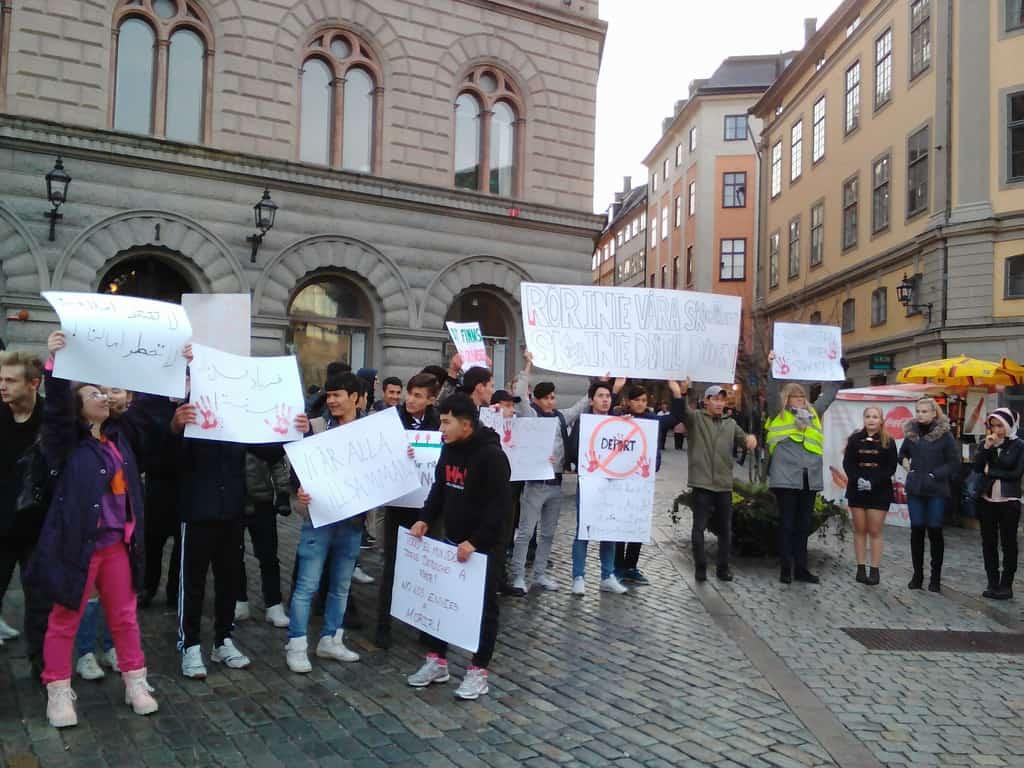 Демонстрация против депортирането на имигранти–между кралския дворец и парламента