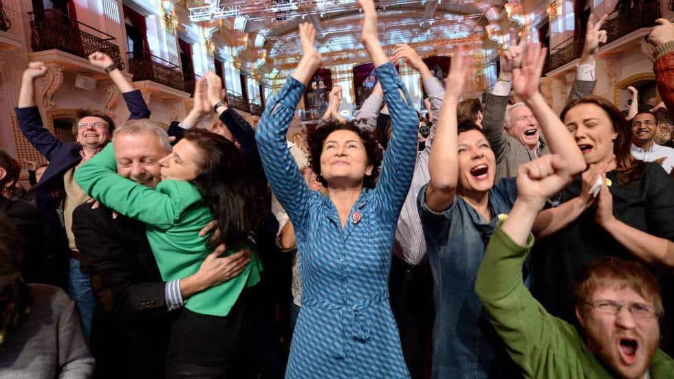 Привърженици на Ван дер Белен празнуват победата му