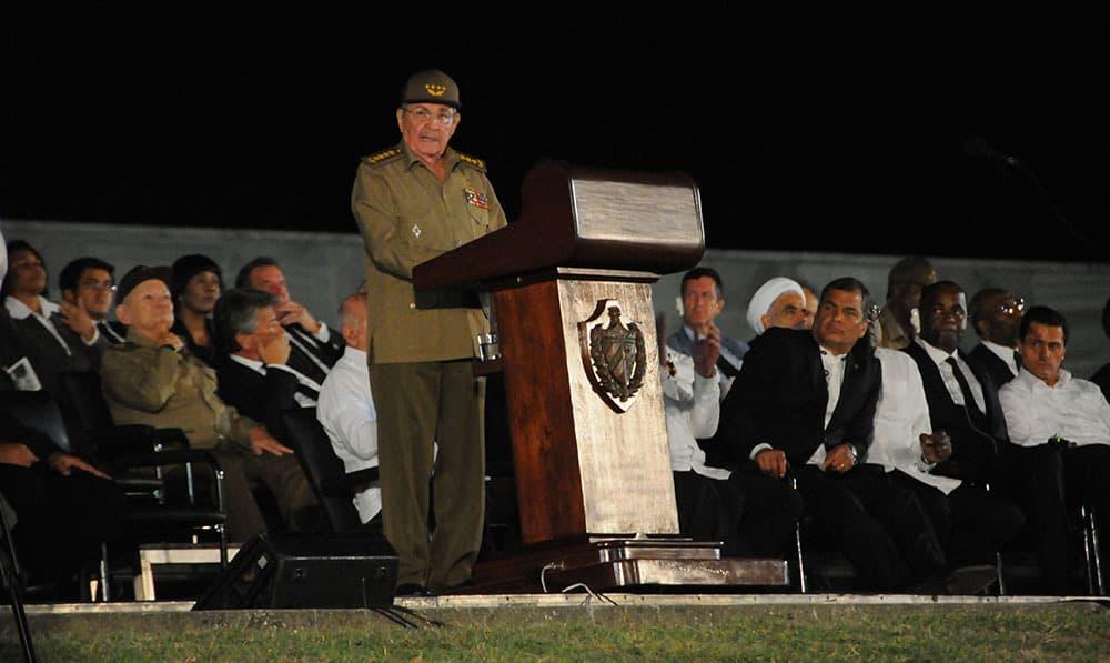 Раул Кастро по време на речта си в памет на Фидел на Площада на революцията