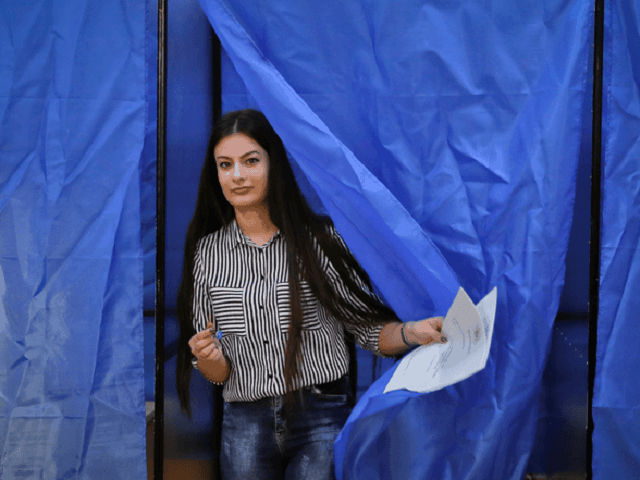 Младите румънци са устремени да отворят обществото, наследено от възрастните