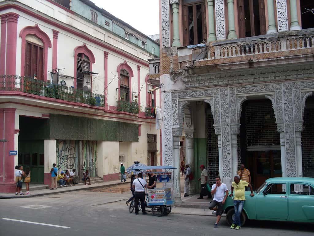 """Контрастите все още личат по фасадите край """"Пасео дел Прадо"""""""