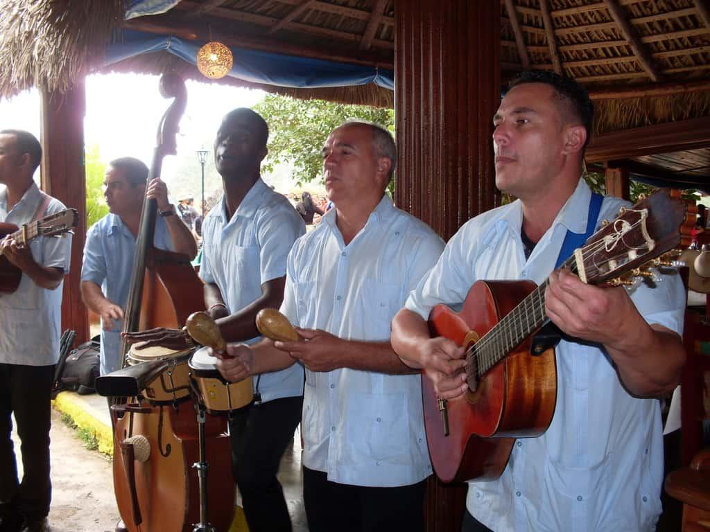 Няма кубински ресторант без певци и музиканти