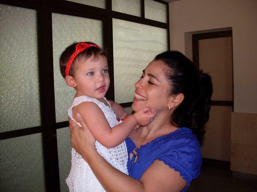 Хема в прегръдките на мама Адриана