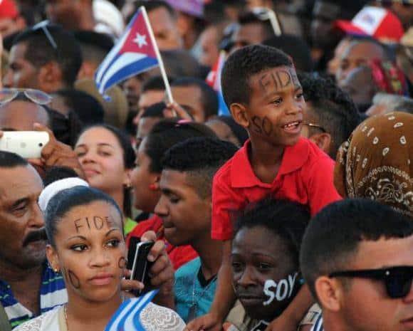 """Кубинците в тези дни масово пишат по лицата си Yo soy Fidel (""""Аз съм Фидел"""")"""