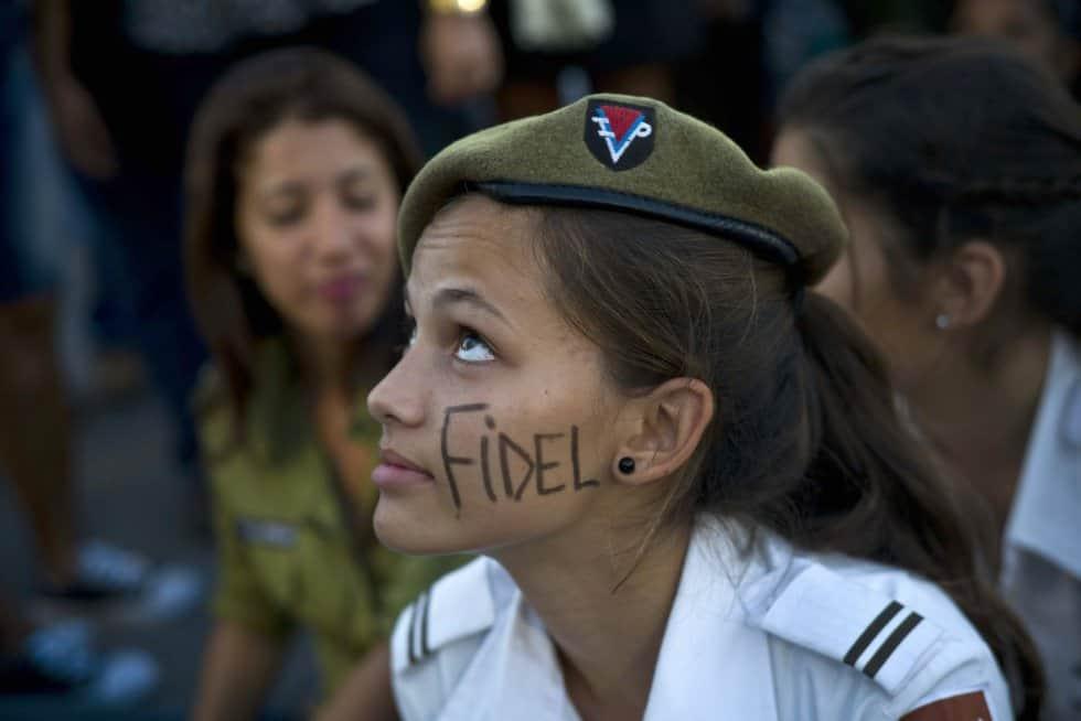 Не, това не е маскираната Анджелина Джоли, а кадетка от кубинското МВР