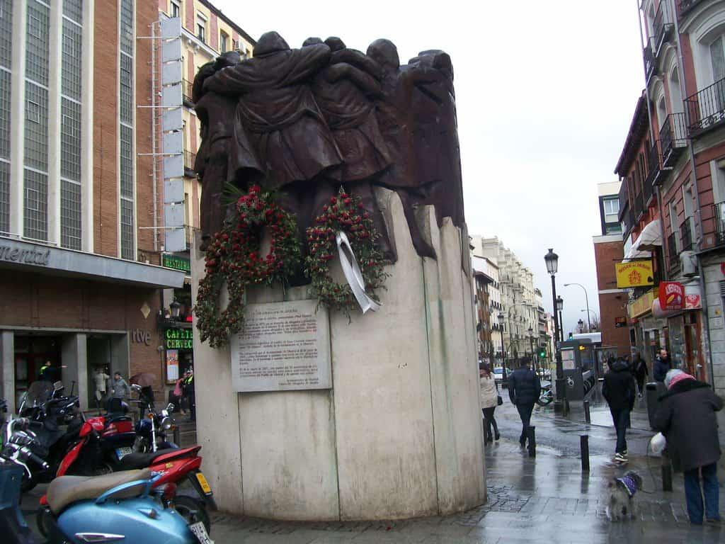 """Паметникът на убитите адвокати от нападението на улица """"Аточа"""" на 24 януари 1977 г."""