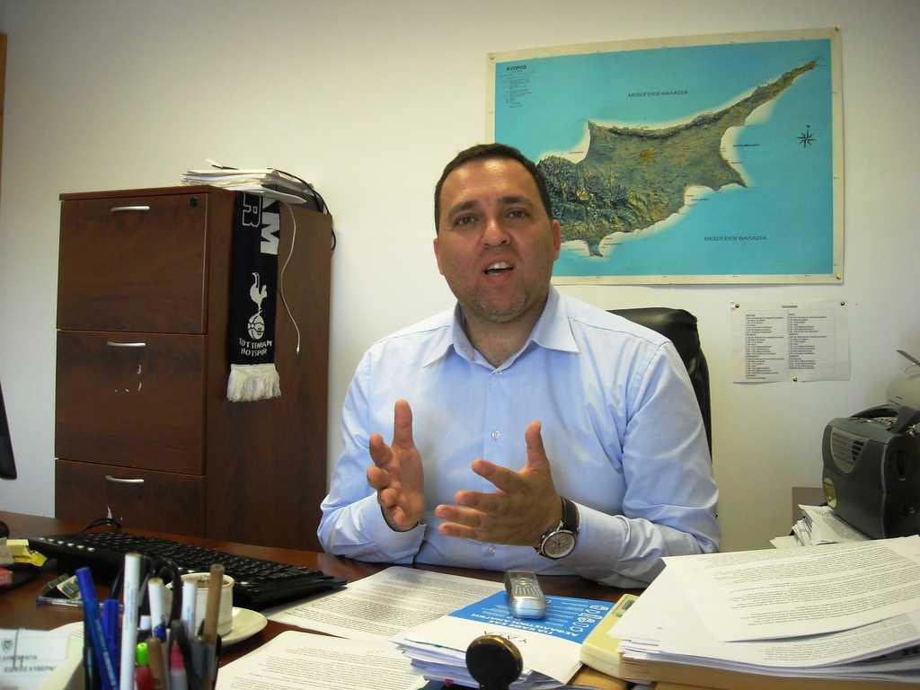 """Сотос Кторис и тинк-танкът """"Омада Кипрос"""" вече работят за референдума за обединението на Кипър."""