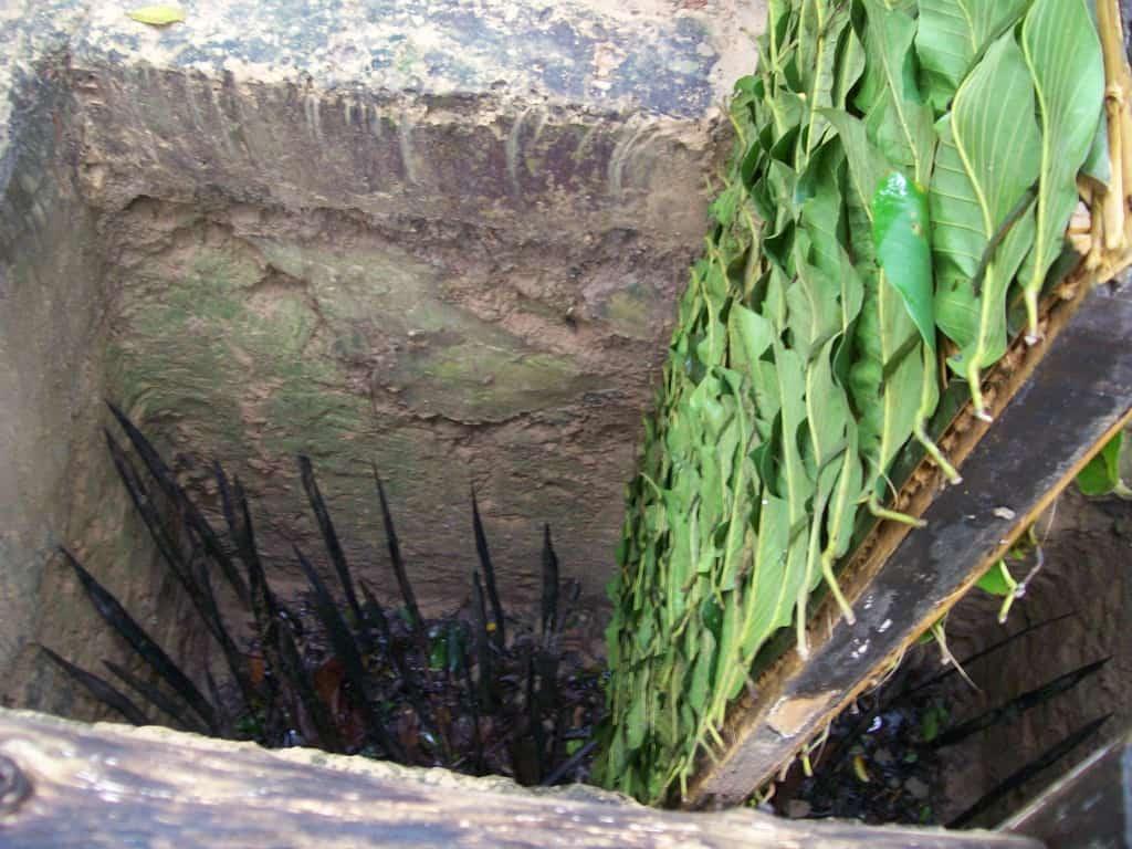Ей такива ями с подвижни, замаскирани капаци и с остри колове на дъното дебнели американците в джунглата–за да не могат да намерят входовете към Ку Чи