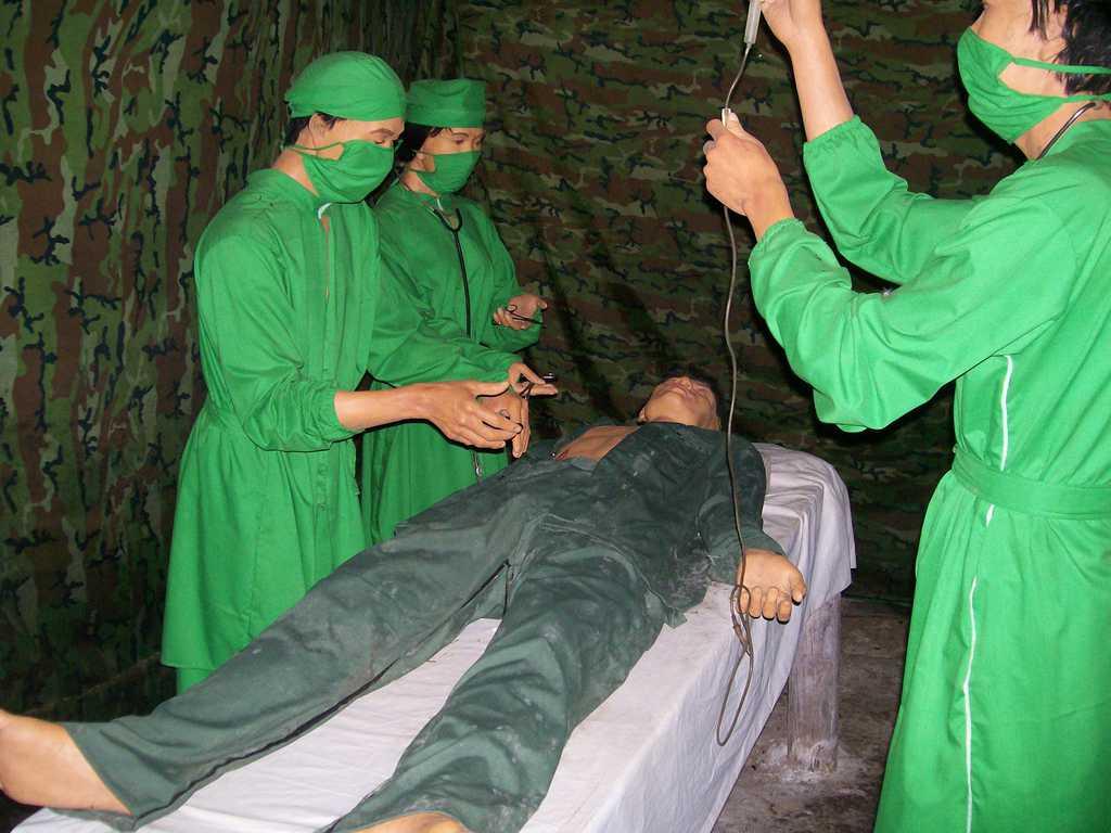 Манекени възпроизвеждат и подземна болница