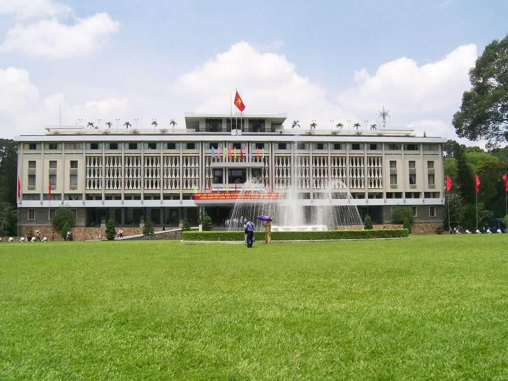 Бившото президентство на Южна Корея, от чийто покрив американските хеликоптери отнасят дейците на проамериканския сайгонски режим на 30 април 1975-та, днес се нарича Дворец на обединението