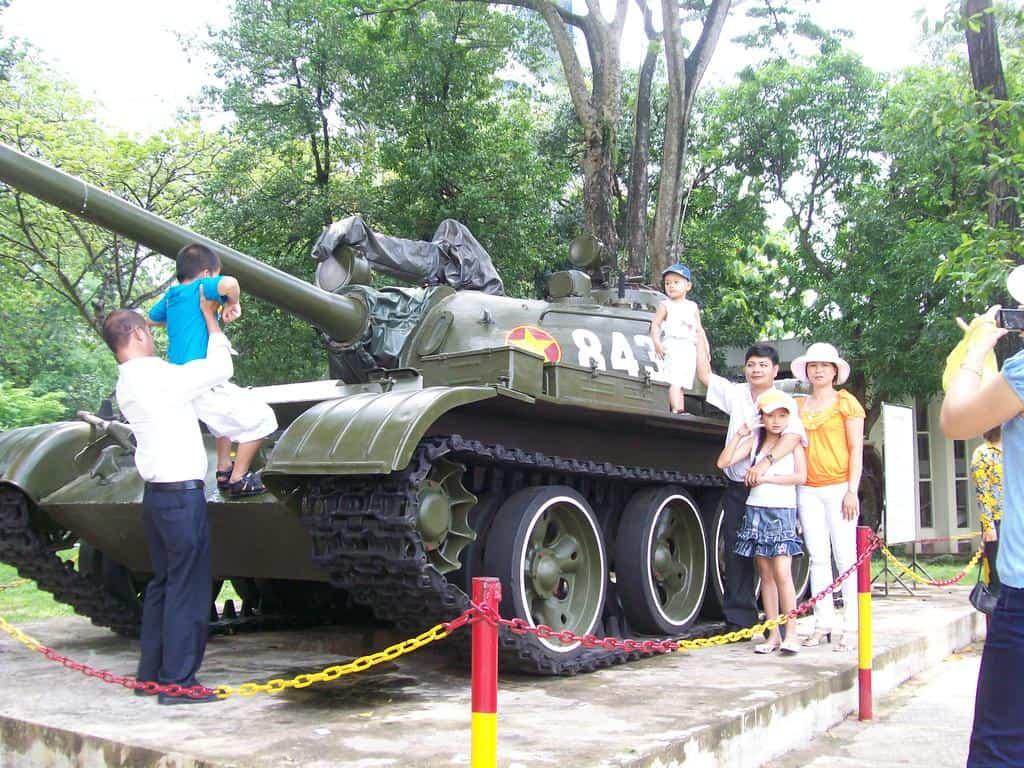 Танкът, пръв разбил металната ограда на южновиетнамското президентство, днес стои на вечен пост край сградата
