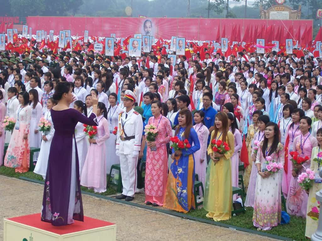 """Хор в прослава на независим Виетнам на площад """"Ба Дин""""–2010 г."""